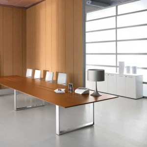 ένα γραφείο συνεδριάσεων ιταλικής κατασκευής
